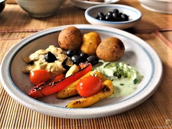 Falafel, Hummus, Gemüse, (23)