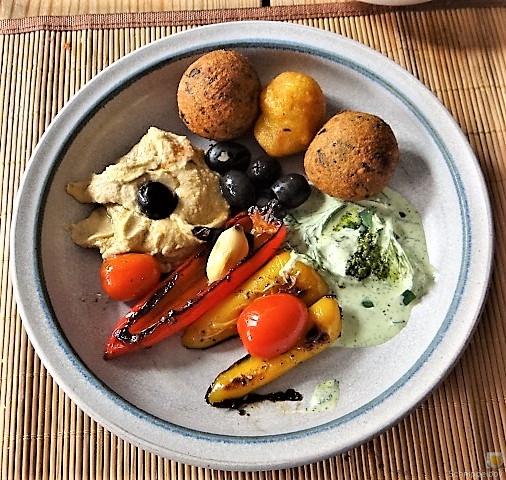 Falafel, Hummus, Gemüse, (3)