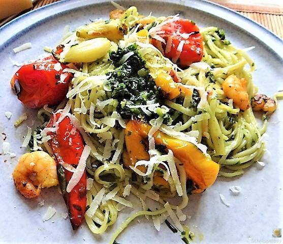 Nudeln mit Paprika und Tomaten (1)