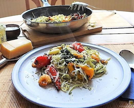 Nudeln mit Paprika und Tomaten (16)
