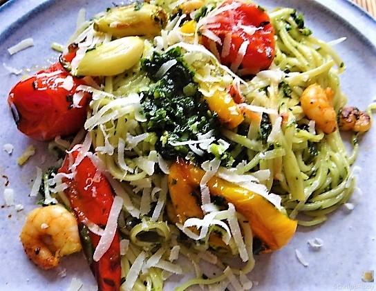 Nudeln mit Paprika und Tomaten (18)