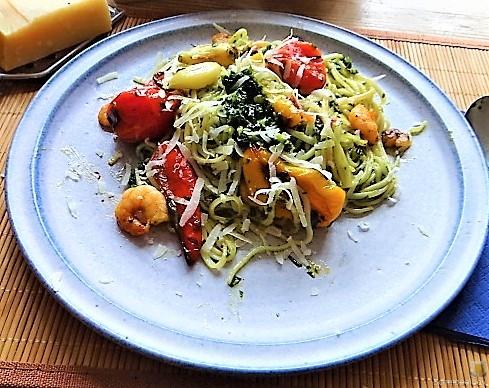 Nudeln mit Paprika und Tomaten (19)