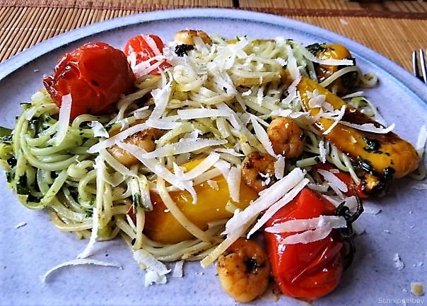 Nudeln mit Paprika und Tomaten (2)