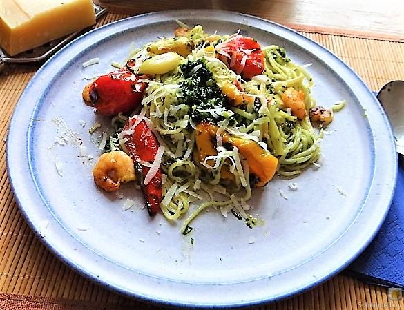 Nudeln mit Paprika und Tomaten (3)