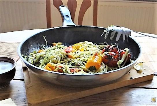 Nudeln mit Paprika und Tomaten (4)