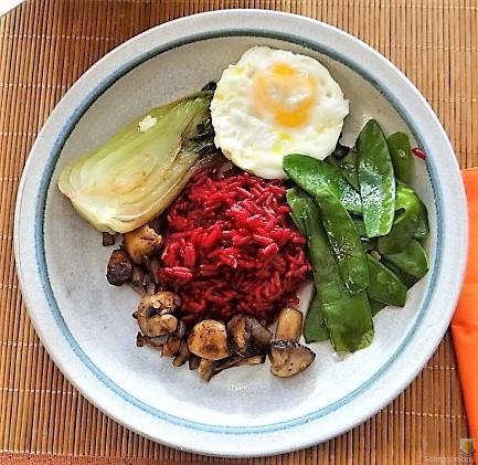 Roter Reis und Gemüse (1)