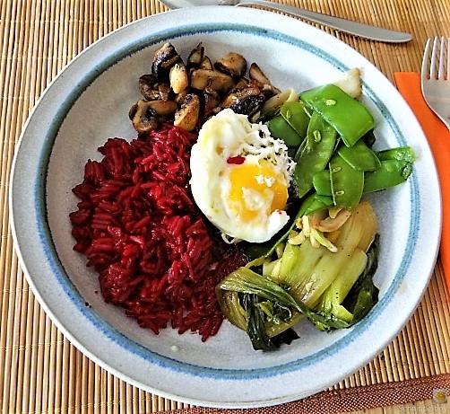 Roter Reis und Gemüse (2)