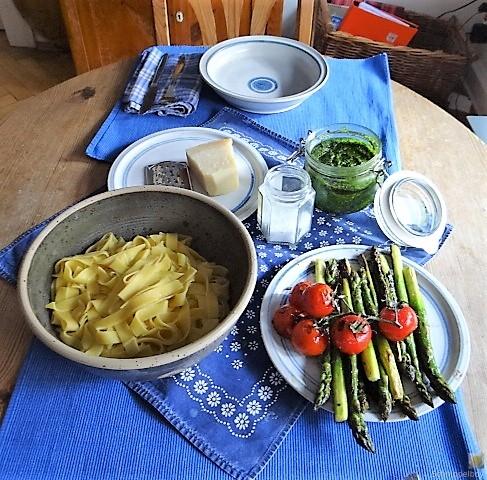 Bandnudeln,grüner Spargel, Tomaten und Bärlauchpesto (5)