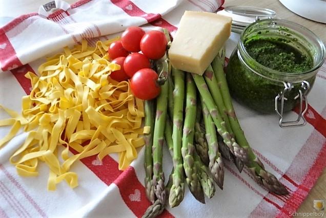 Bandnudeln,grüner Spargel, Tomaten und Bärlauchpesto (7)