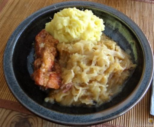 Sauerkraut ,Schälrippchen, Kartoffelpüree (1)