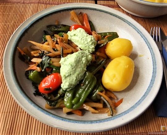 Wokgemüse und Erbs-Ricotta Creme (21)