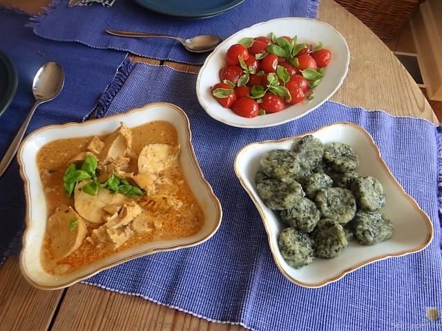 Wildkräuter Gnocchis, Poulardenbrust, Geschmorte Tomaten (24)