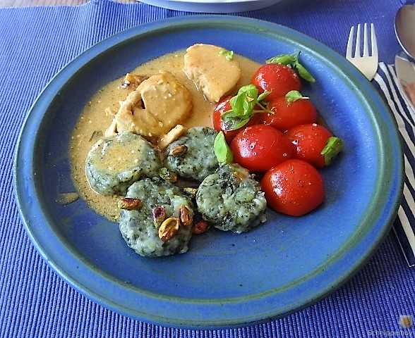 Wildkräuter Gnocchis, Poulardenbrust, Geschmorte Tomaten (26)