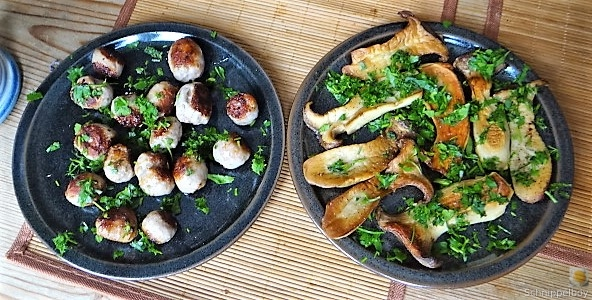 Kleine Klöse, Kleine Fleischbällchen,Pilze, Sauce (16)