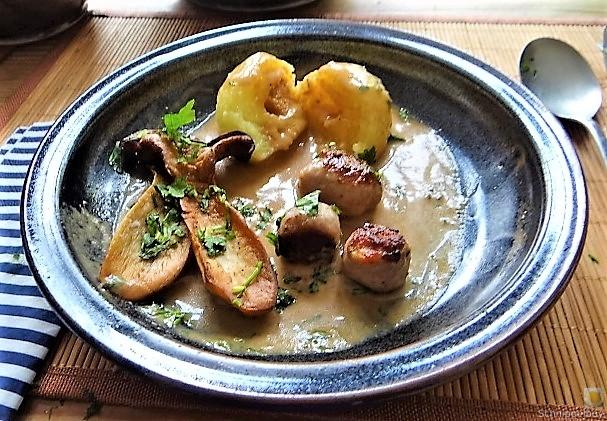 Kleine Klöse, Kleine Fleischbällchen,Pilze, Sauce (21)