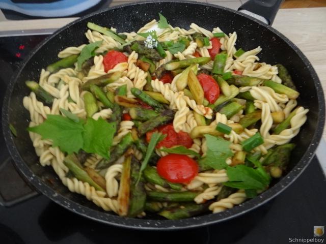Spirelli,Spargel und Tomaten (1)