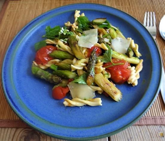 Spirelli,Spargel und Tomaten (5)