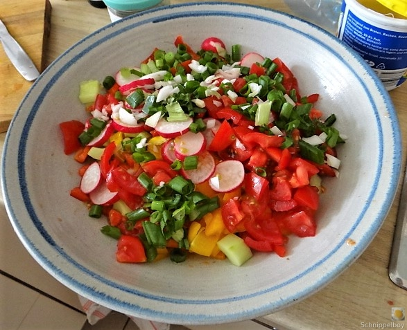 Bratkartoffeln, Bunter Salat und Sardinen (10)