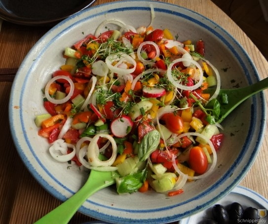 Bratkartoffeln, Bunter Salat und Sardinen (12)