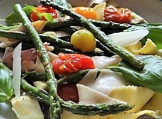 Grüner Spargel, Forelle, Tomaten auf Buchweizenpasta (22)