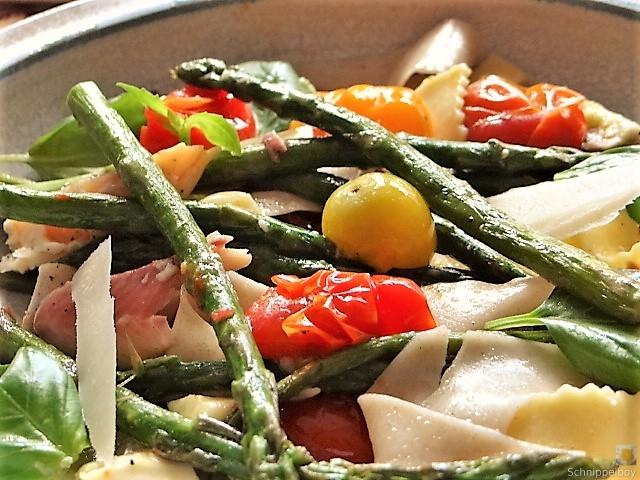 Grüner Spargel, Forelle, Tomaten auf Buchweizenpasta (5)