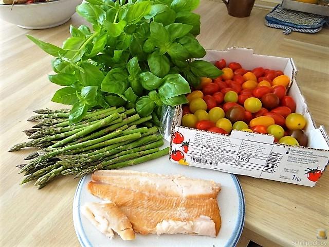 Grüner Spargel, Forelle, Tomaten auf Buchweizenpasta (9)