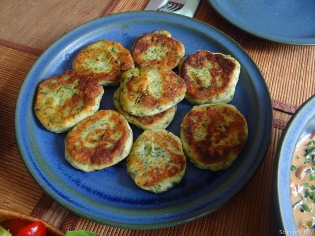 Kartoffel-Spinat Taler, Champignon, Tomaten-Avocado Salat (24)