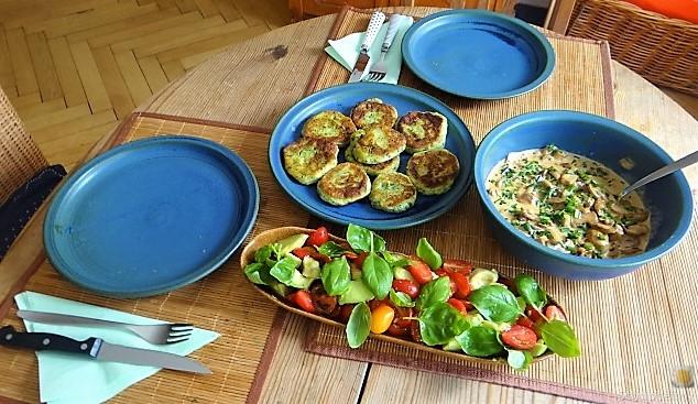 Kartoffel-Spinat Taler, Champignon, Tomaten-Avocado Salat (6)