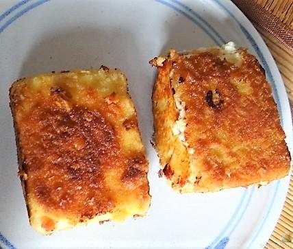 Kartoffelstampf mit Feta, Paprikasauce, Gurkensalat und ein Blattsalat (14)