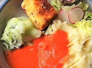 Kartoffelstampf mit Feta, Paprikasauce, Gurkensalat und ein Blattsalat (22)