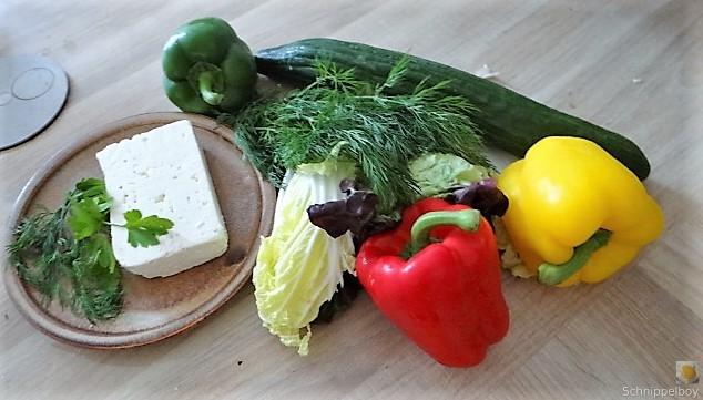 Kartoffelstampf mit Feta, Paprikasauce, Gurkensalat und ein Blattsalat (6)