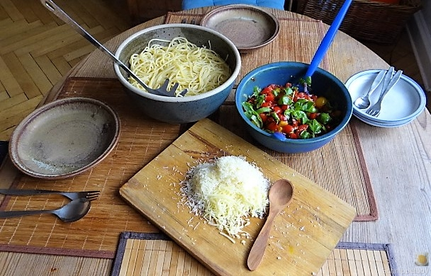 Spaghetti-Keka und Kirsch-Crumble (4c)