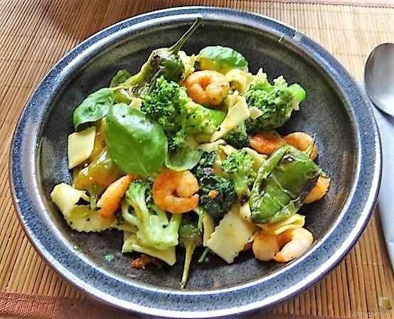 Bandnudeln mit Gemüse und Garnelen (1)