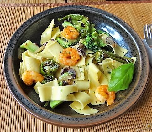 Bandnudeln mit Gemüse und Garnelen (18)