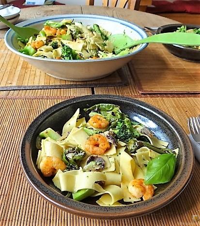 Bandnudeln mit Gemüse und Garnelen (4)
