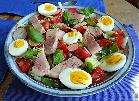 Bunter Salat mit Salat und Eiern (10)