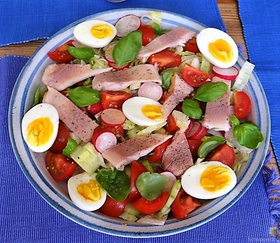 Bunter Salat mit Salat und Eiern (11)