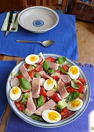 Bunter Salat mit Salat und Eiern (9)