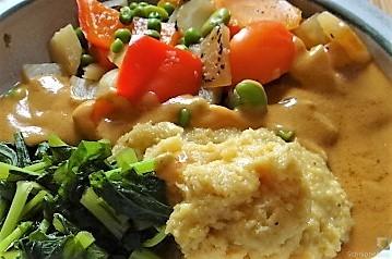 Gedämpftes Gemüse, Ernußsauce und Polenta, (2)