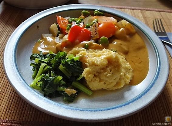 Gedämpftes Gemüse, Ernußsauce und Polenta, (28)