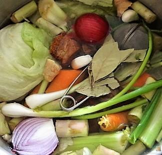 Gedämpftes Gemüse, Ernußsauce und Polenta, (9)