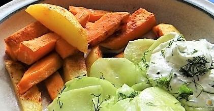 Kartoffelspalten, Meerrettichquark und Gurkensalat (17)