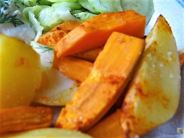 Kartoffelspalten, Meerrettichquark und Gurkensalat (2)