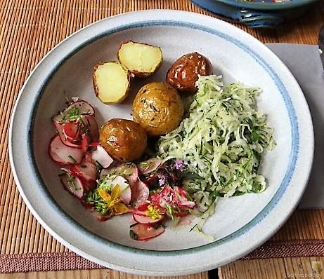 Ofenkartoffel mit Kohlrabi und Radieschensalat (31)