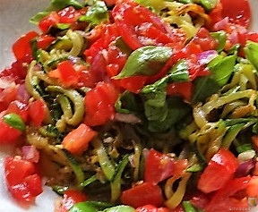 Zucchini-Kartoffel Zoodles mit Tomaten (2)