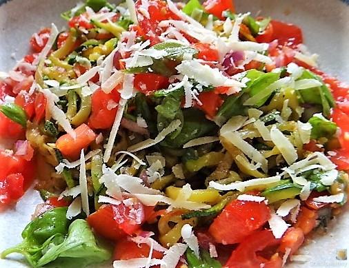 Zucchini-Kartoffel Zoodles mit Tomaten (24)