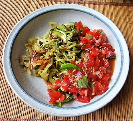Zucchini-Kartoffel Zoodles mit Tomaten (25)