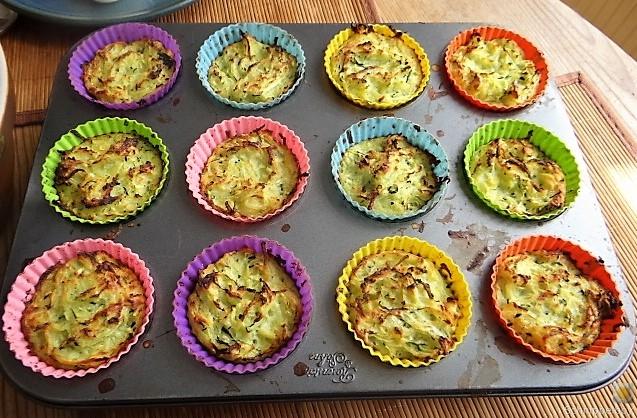 Zucchiniküchlein und Blumenkohlsalat (15)