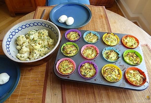 Zucchiniküchlein und Blumenkohlsalat (16)
