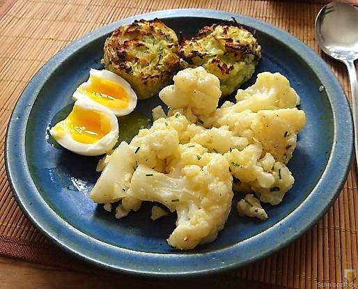 Zucchiniküchlein und Blumenkohlsalat (18)